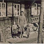 708 Haug Grünach von links Herta Mutter Rosa und Ursula um 1955