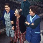 062 Fasnet um 1960 Grünacherinnen beim Brotbacken