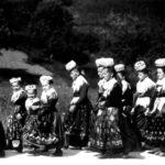 065 Tachtenträgerinnen im Gelbach um 1930