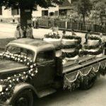 067 Ankunft der neu gegossenen Kirchenglocken bei der Dorfkirche um 1955