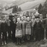 068 Schülerjahrgang 1941 an der Walke um 1955 auf dem Katzenacker mit Pfarrer Anton Rapp