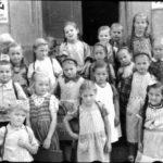 119 Schüler an der Walke um 1950