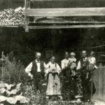 140 Alises Alois Bächle und Johannes Bonath mit Familie auf Grünach um 1925