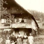 152 Kirchenbauernhof mit Bewohnern 1926