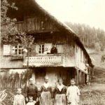152 Bewohner um 1926 des Kirchenbauernhofes