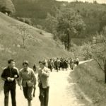 161 Musiker wandern in den Frohnbach um 1955