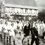 188 SVO Fußballer bei einem Festzug