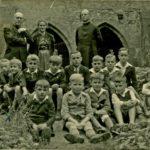 206 wohl Ministranten um 1946 mit Pfarrer Kuner in Alpirsbach