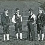 """386 Pause unterhalb des Jugendheims beim Üben für den """"Vogt auf Mühlstein"""" um 1950"""