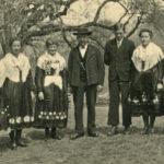 389 Schulerjörgenbauer Hacker mit Familie um 1950