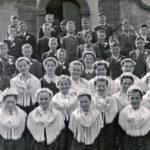 398 Schulentlassung mit Pfarrer Josef Lang um 1945