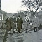 402a Lehrersfamilien Greulich und Bächler um 1950