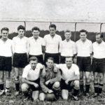 407b SVO Fussballer 1956/57 mit Abteilungsleiter Gottfried Baur