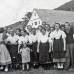 """442 Junge Schwarzenbrücher und Bewohner des Gewanns """"Am Wasser"""" um 1955"""