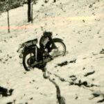 473 Mit dem Motorrad auf der Jagd um 1950