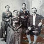 481 Familie des Harterbauern vor Gelbach um 1900