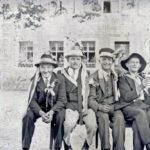"""487 Musterung - Rekruten vor der """"Linde"""" wohl vor 1940"""