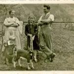 564 Hildegard Echle in der Bildmitte mit dem Zicklein.