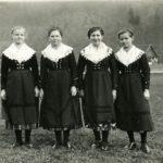 566 Freundinnen um 1930 von links nach rechts