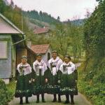 568 Vier Schwestern, geb. Herrmann, hier bei der Karlebäuerin im Frohnbach zu Besuch um 1960