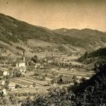 615 Ak von ca. 1930 Blick vom Schlössle auf den Ortsteil Kirche mit rechts dem Hofbauernhof (heute MiMa)