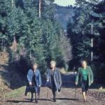 616 Wanderfreundinnen auf dem Weg zum Kreuzsattel um 1965