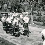 623 Trachtenmädchen bei einem Festumzug (Foto von Wilhelm Roth)