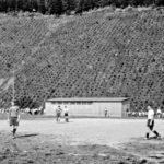 633 Sportplatz um 1965 noch mit der Badekabine am Hofgumpen